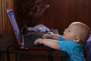 שולחן מחשב לילדים